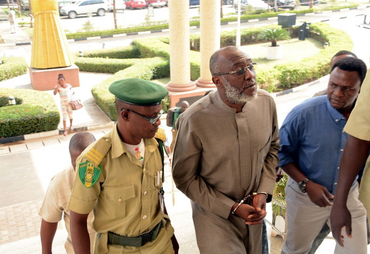 PDP spokesman, Olisa Metuh arrives Federal High Court, Abuja from Kuje Prison in handcuffs