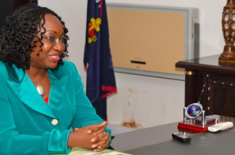 FG honours 12 civil servants for punctuality