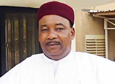 Buhari Congratulates President Mahamadou Issoufou Of Niger On His Re-election