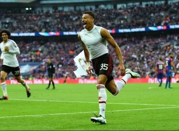 FA Cup: Lingard stunner seals comeback victory for Van Gaal's men