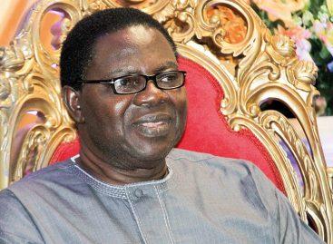 Buhari congratulates gospel music legend,  Ebenezer Obey, at 75