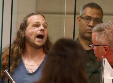 Portland stabber yells, continues hate speech in court