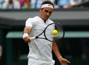 Federer moves close to record 8th Wimbledon title