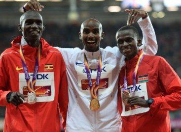 Mo Farah defends 10,000 metres title in London