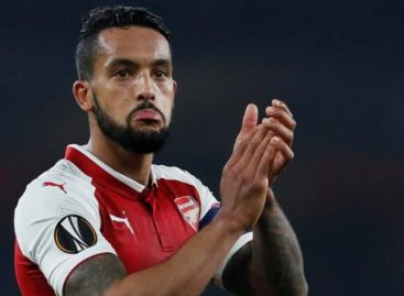 Everton in talks with Arsenal for Walcott