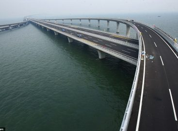 China builds world's longest sea bridge
