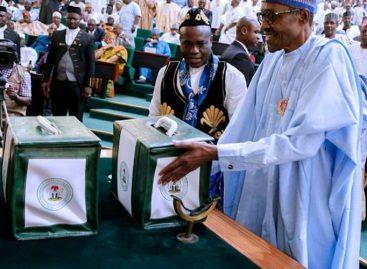 Buhari signs 2018 budget Wednesday, cancels FEC meeting