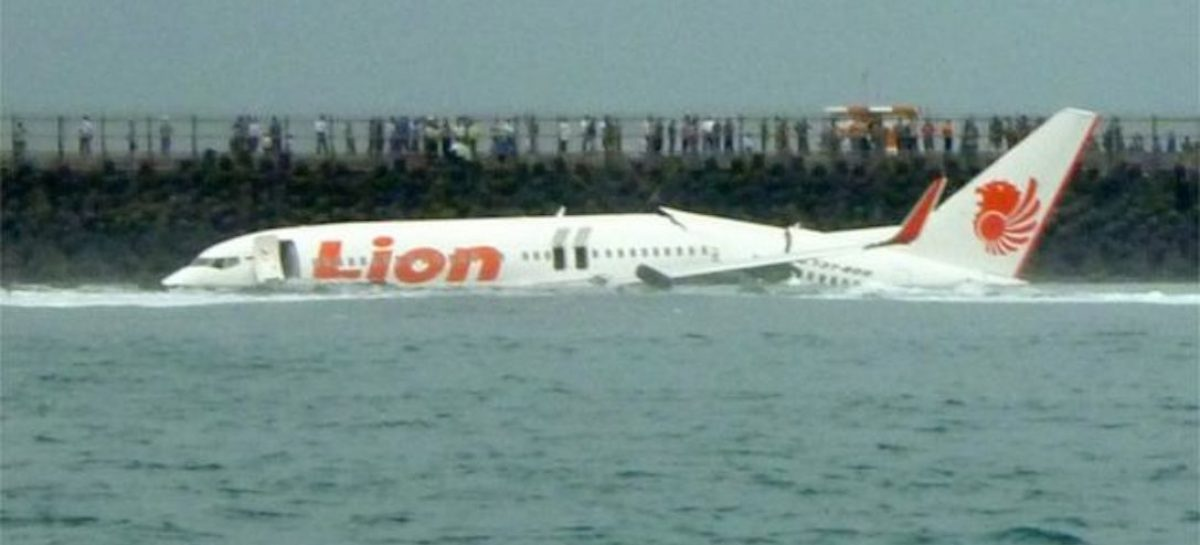 Indonesia plane crash: flight JT610 plunges into waters off Jakarta