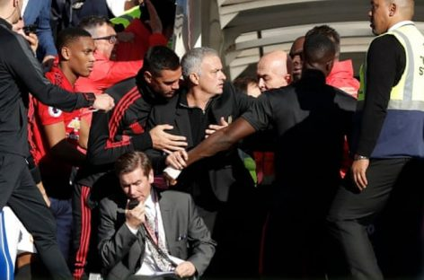 Mourinho in touchline bust-up as Chelsea strike late to earn draw