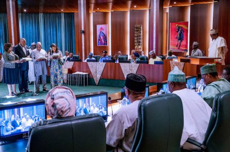 Agencies still divert, refuse to account for funds – Buhari