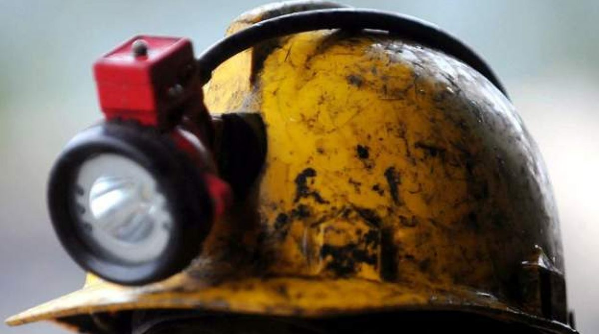 'More than 20' trapped in SA mine