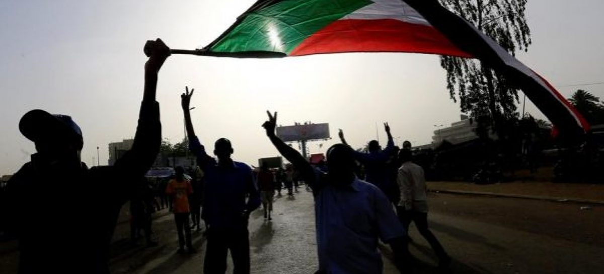 Finally, Sudanese Army removes Al-Bashir