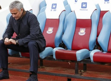 Man Utd Hold Talks With Mourinho