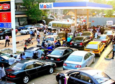 BREAKING: FG hikes fuel price to N145 per litre