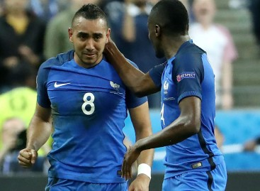 Giroud And Payet Fire Les Bleus To Opening Day Win
