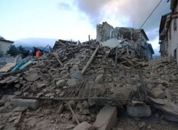 Italy earthquake: Amid the rubble, a couple says 'I do'