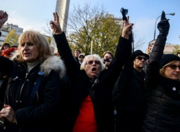Polish women protest abortion restrictions