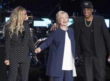 Jay-Z, Beyonce rally minorities for Clinton
