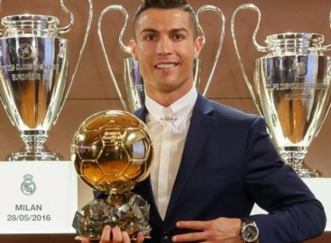 Cristiano Ronaldo beats Lionel Messi to win Ballon d'Or 2016