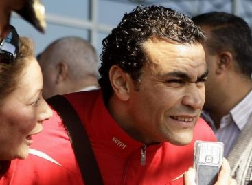 Egyptian goalkeeper, El Hadary, set to smash Afcon record