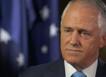 Australian PM kicks over civil servant who earns 10 times his pay