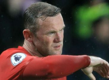 Wayne Rooney: Manchester United striker staying after links with China