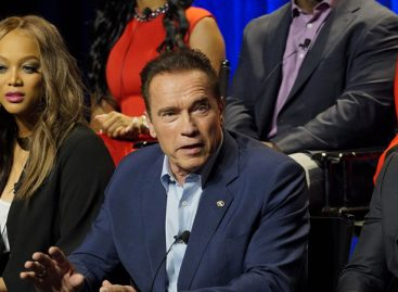 Arnold Schwarzenegger quits Celebrity Apprentice show over Trump's 'burden'