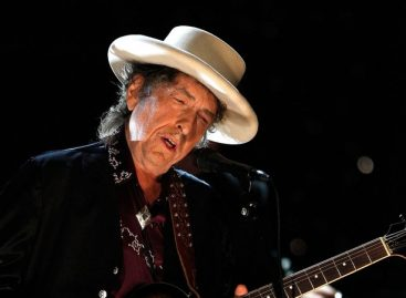 Bob Dylan finally accepts Nobel Prize for Literature