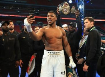 Anthony Joshua returns to training ahead of rematch with Klitschko
