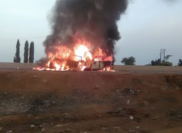 36 travellers burnt as two buses collide on Lagos-Ibadan expressway