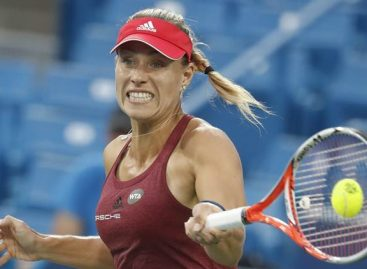Kerber now top of WTA rankings