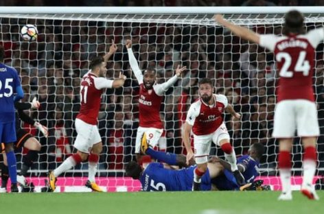 Arsenal beat Leicester 4-3 in Premier League opener
