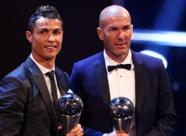 Ronaldo beats Messi to win FIFA Player of the Year Award