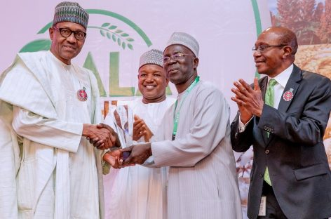 2019 campaign: Rice farmers, fertiliser producers donate N1.77bn to Buhari